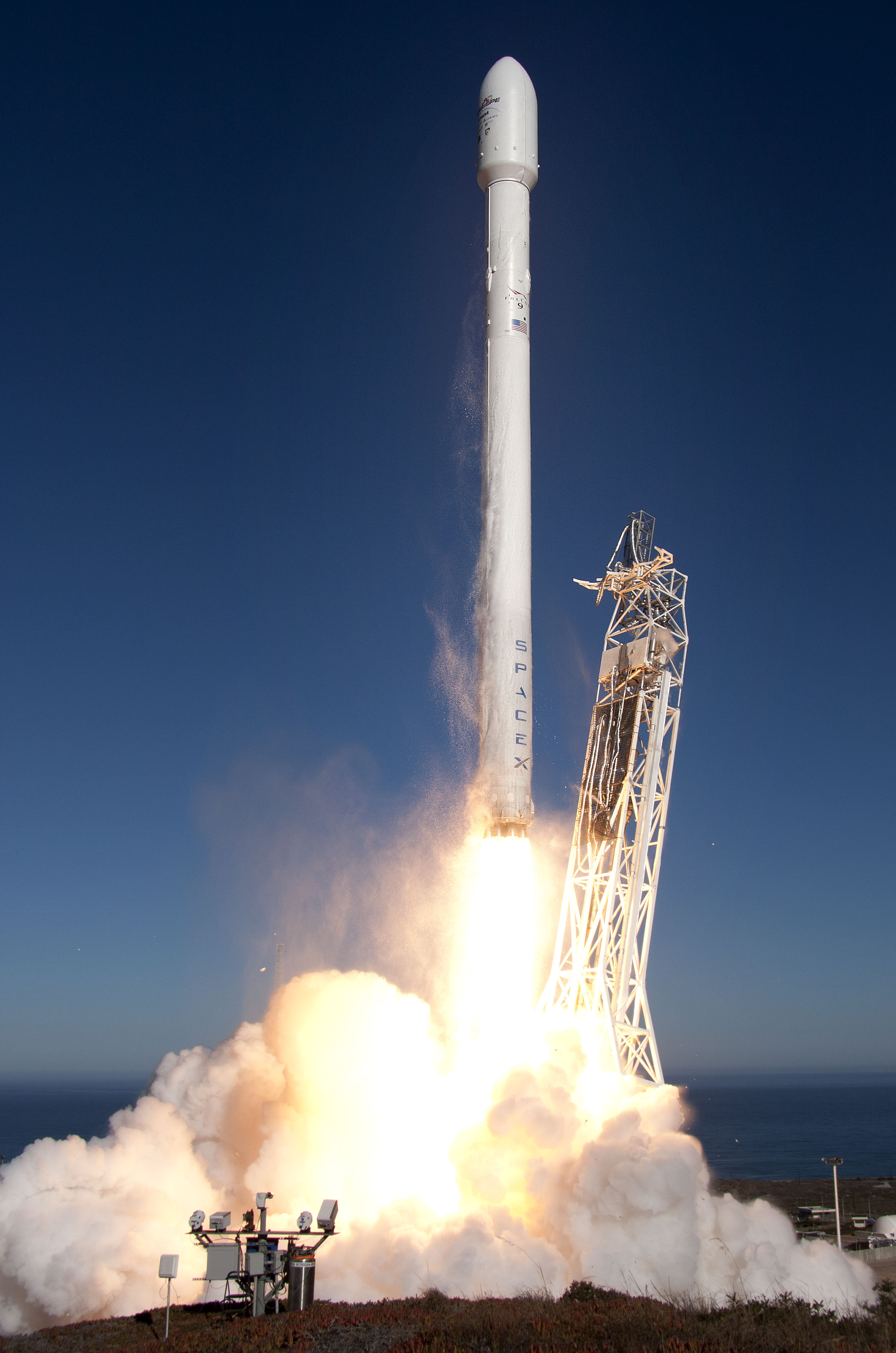 Space X Falcon 9 Launch Ends in Failure, Explodes After ...